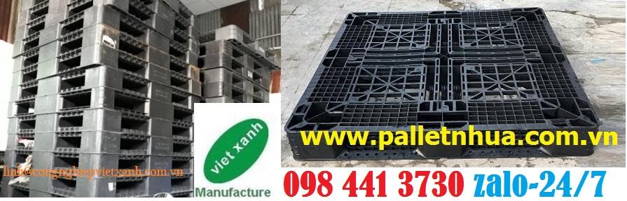 /></h4> <h4>Thông tin sản phẩm: pallet nhựa 1100x1100x120mm<br />- Kích thước1100x1100x120mm<br />- Tải trọngkê hàng1500kg<br />- Tải trọng dùng cho xe nâng 600kg<br />- Màu sắc: đen<br />- Chất liệu nhựa PPC ( tái sinh) chuyên dùng cho xuất khẩu</h4> <h4>* Ưu điểm:</h4> <h4>- Sử dụng được cho xe nâng tay thấp, xe nâng tay động cơ. Không sử dụng cho xe nâng tay cao, xe nâng tay bán tự động.</h4> <h4>- Pallet nhựa kê hàng hóa được sử dụng rộng rãi trong công nghiệp và dân dụng và kê hàng hóa đóng cont xuất. Chất liệu chế tạo làm từ nhựa PPC giá thành rẻ, thích hợp xuất khẩu, chi phí thấp. . Đặc tính với hàm lượng nhựa cao làm tăng chất lượng sản phẩm, vượt trội so với các loại khác trong nước Cam kết về chất lượng sản phẩm</h4> <h4>- Pallet nhựa là sản phẩm mới 100%</h4> <h4>- Mức giá của sản phẩm tốt nhất so với giá thị trường</h4> <h4>- Chất lượng sản phẩm luôn được đảm bảo và cam kết với chất lương như quảng cáo</h4> <h4>- Chính sách giao hành nhanh chóng và luôn đúng với lịch hẹn với khách</h4> <h4>- Đội ngủ nhân viên luôn sẵn sàng, nhiệt tình phục vụ mọi quý khách một cách chu đáo nhất</h4> <h4><a rel=